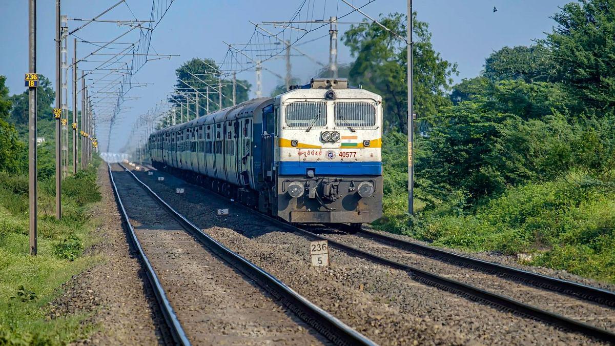 कोरोना वायरस का बढ़ता खौफ, 1 अप्रैल तक के लिए ये ट्रेनें रद्द