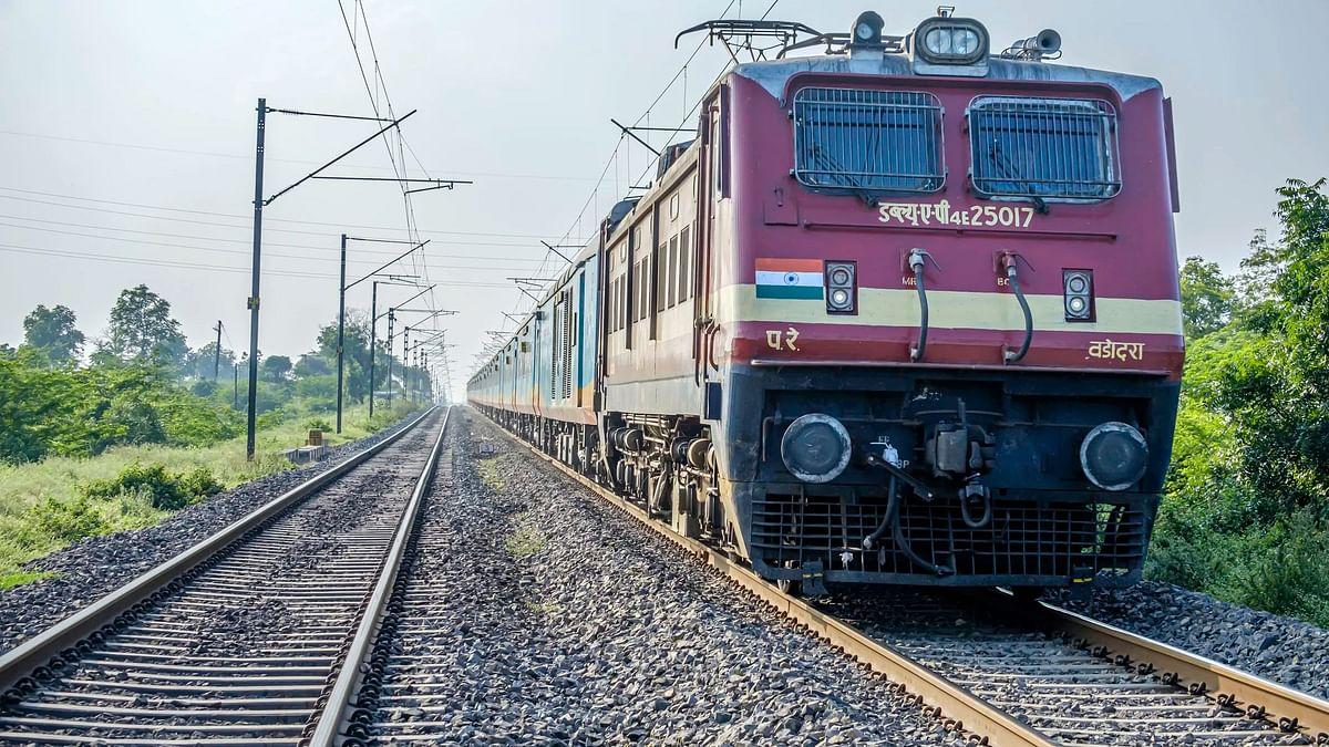 IRCTC  Cancelled Trains List. रेलवे ने होली से पहले कुछ ट्रेनों को रद्द कर दिया है.