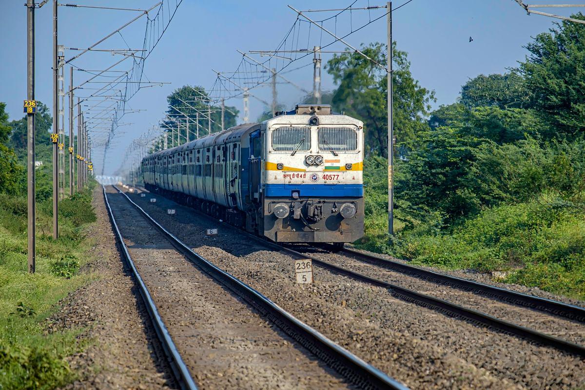 Holi Special Trains: U.P से बिहार, इन राज्यों के लिए चलीं ट्रेनें