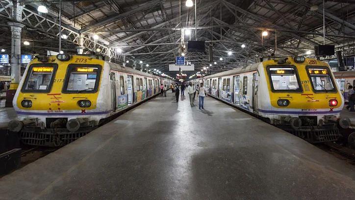 Holi से पहले यात्रियों को झटका, रेलवे ने इन ट्रेनों को किया कैंसिल