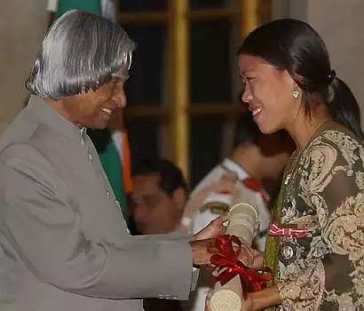मैरी कॉम को 2006 में तत्कालीन राष्ट्रपति डॉ एपीजे अब्दुल कलाम ने पद्म श्री से सम्मानित किया