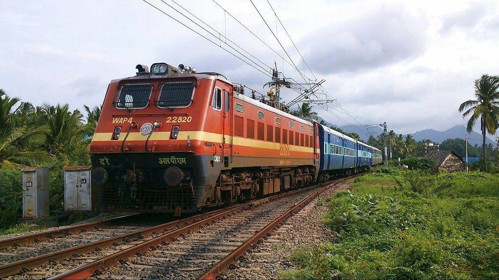 तय समय से दो घंटे बाद ट्रेन टिकट बुकिंग शुरू, IRCTC ने बताया कारण