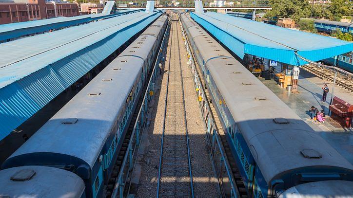 Lockdown में खुद कैंसिल न करें ट्रेन टिकट, हो सकता है नुकसान