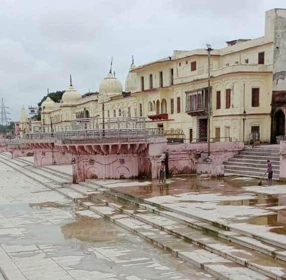 पूरी अयोध्या नगरी में साफ सफाई जारी है
