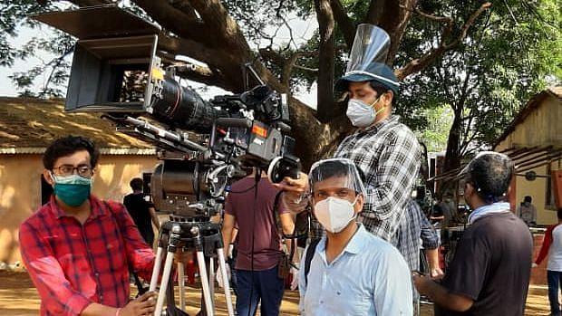 फिल्म-TV शूट के लिए SOP जारी, PPE किट से लेकर  मास्क अनिवार्य