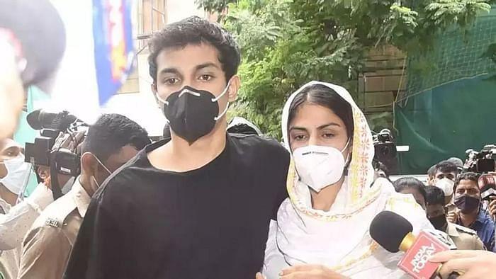 रिया और शौविक ने 22 सितंबर को बॉम्बे हाईकोर्ट में जमानत के लिए याचिका दायर की थी