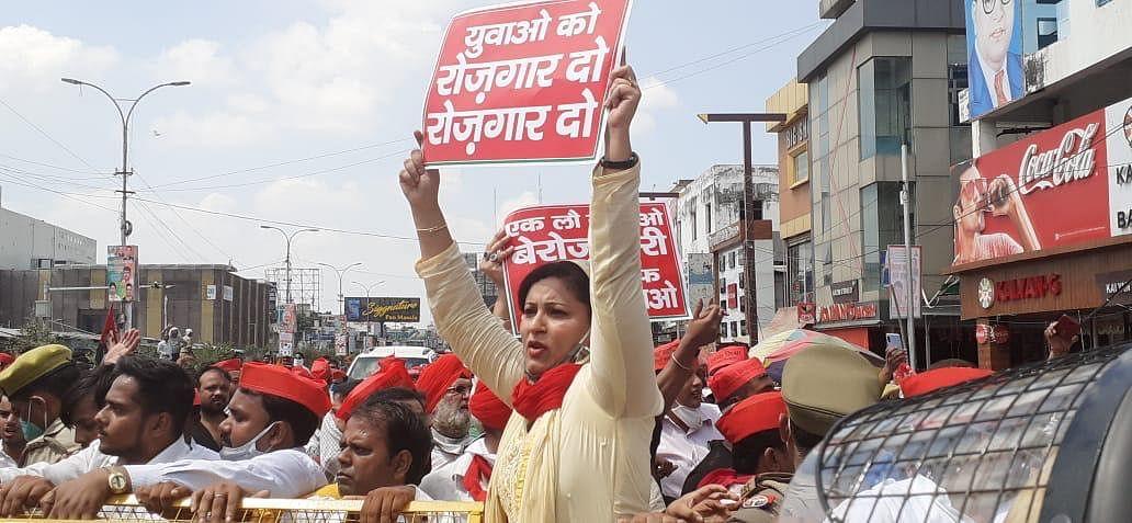 कानपुर की सड़कों पर किसान बिल का विरोध