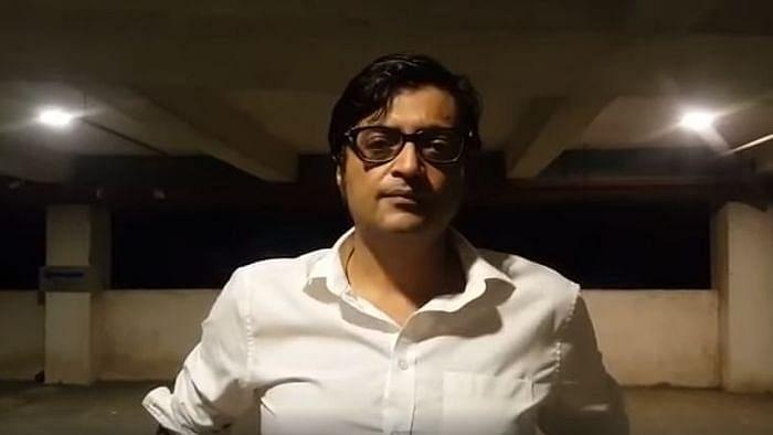 अर्णब गोस्वामी का आरोप- मुंबई पुलिस ने की मारपीट, दिखाया निशान