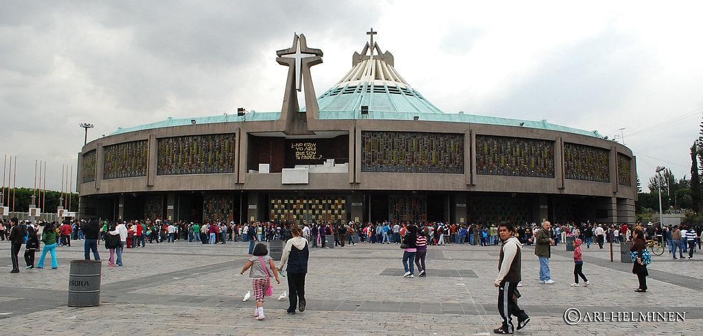 बेसिलिका ऑफ आर लेडी - Basilica Of Our Lady