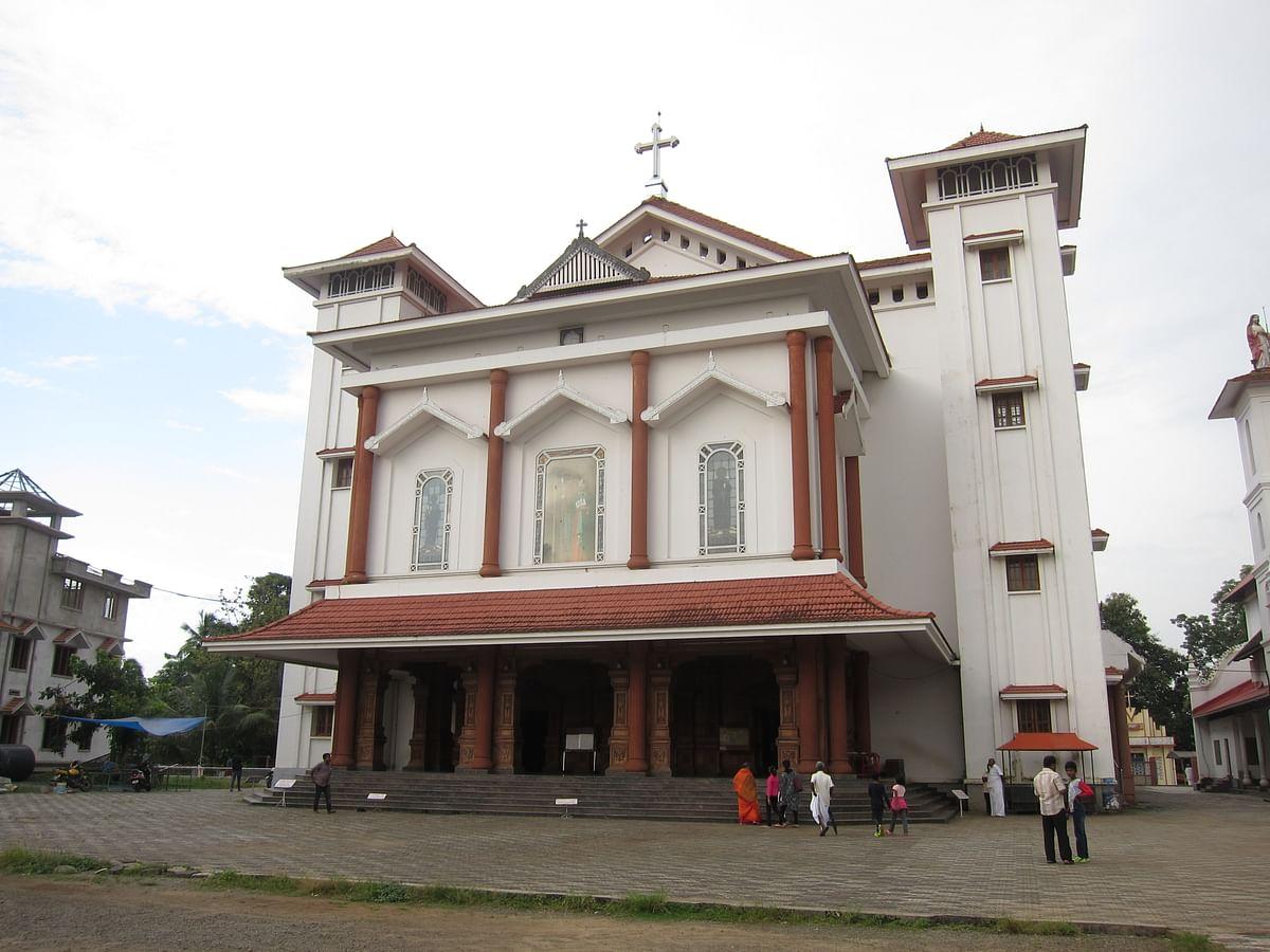 मलयात्तूर चर्च - Malayattoor Chruch
