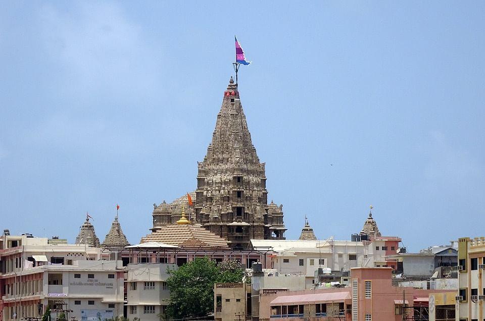 द्वारकाधीश मंदिर के बारे में जानकारी - Dwarkadhish Temple in Hindi