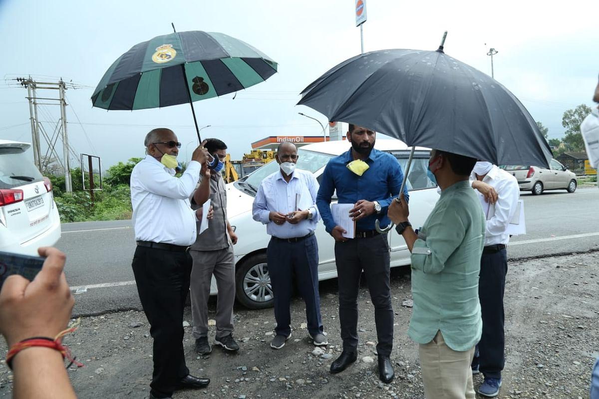 लोनिवि के सचिव ने किया डोईवाला क्षेत्र का दौरा, कहा-अधूरी सड़कों का निर्माण कार्य जल्द होगा पूरा