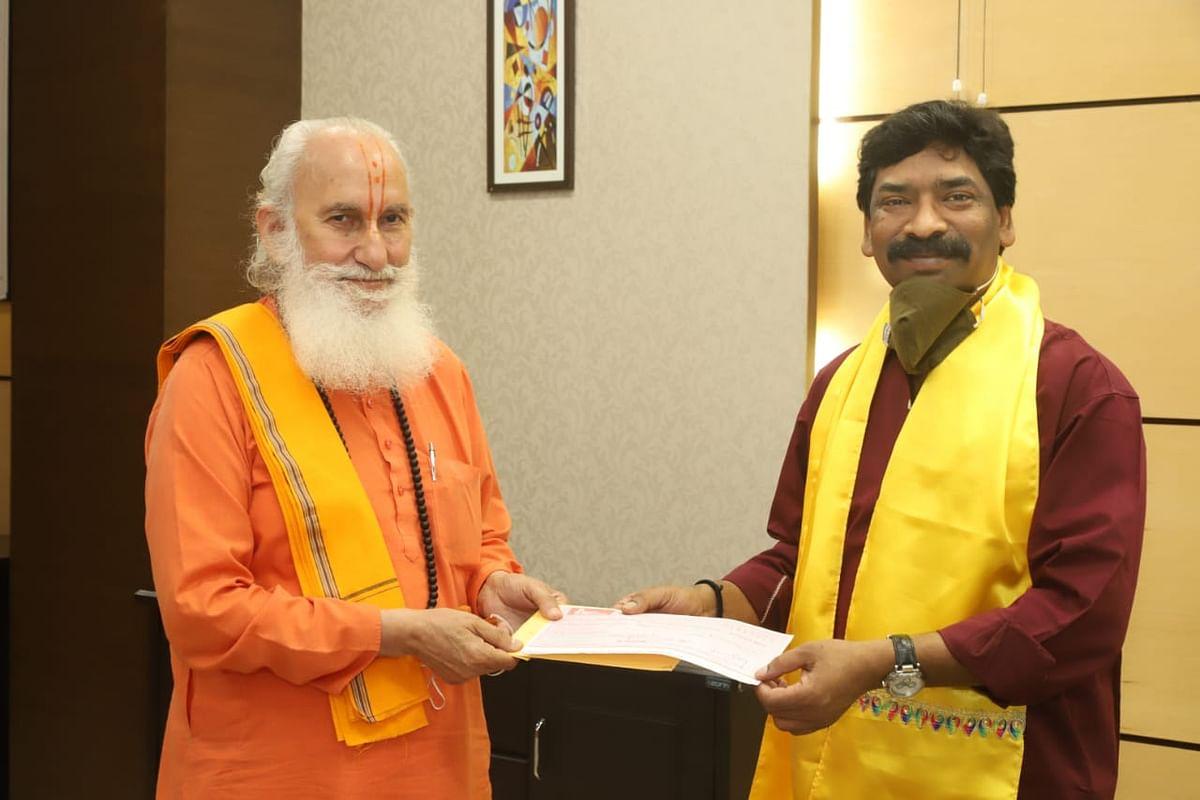 प्रणामी चैरिटेबल ट्रस्ट ने मुख्यमंत्री राहत कोष के लिए ग्यारह लाख रुपये की सहायता राशि दी।