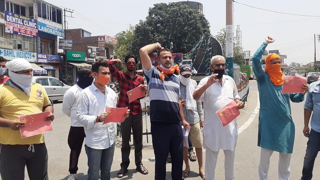 हिंदू जागरण मंच द्वारा चीन के खिलाफ प्रदर्शन कर चीनी वस्तुओं का बहिष्कार करने की अपील की