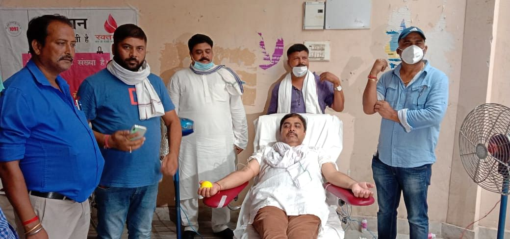 महानगर कांग्रेस कार्यकताओं ने किया 62 यूनिट रक्तदान