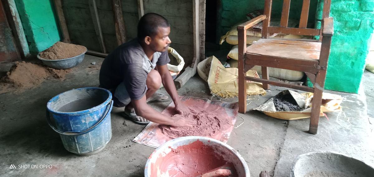 पंजाब में कपड़ा बनाने वाला मतलू गांव में मिला रहा बालू-सिमेंट, फिर जाएगा लुधियाना