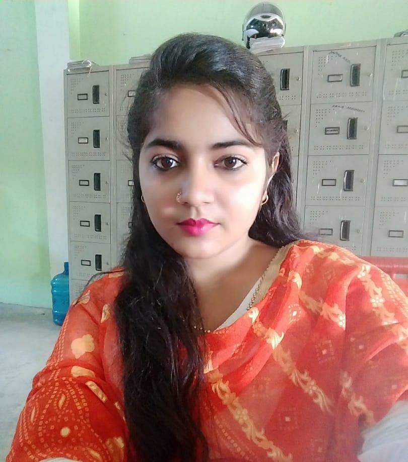 बाल रंगमंच के लाइव प्रोग्राम में प्रिया के गानों पर मंत्रमुग्ध हुए दर्शक