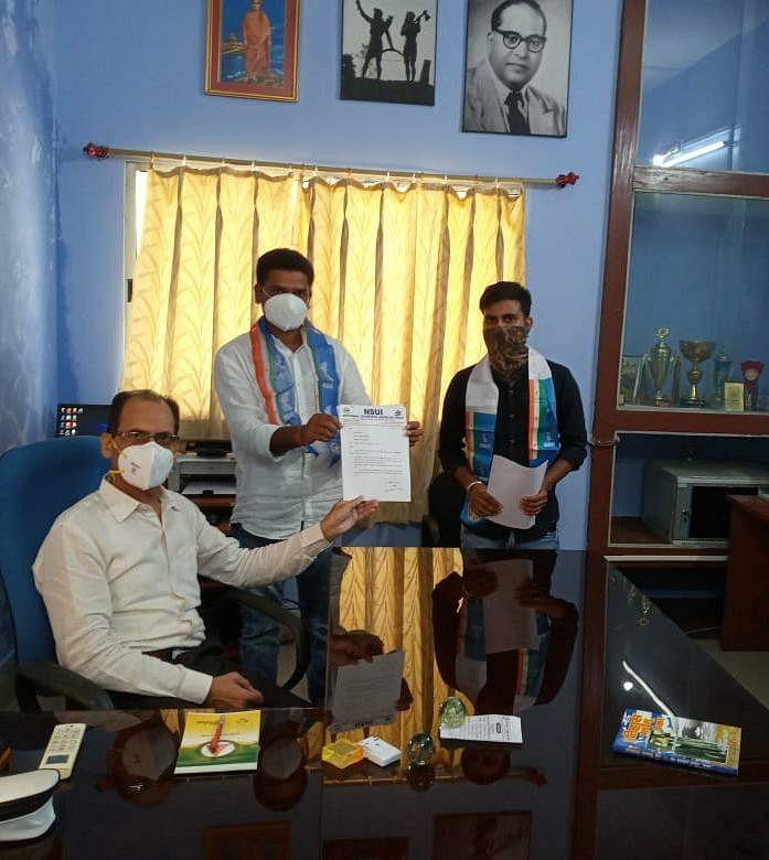 एनएसयूआई ने तीन सूत्री मांग पत्र कुलपति को सौंपा