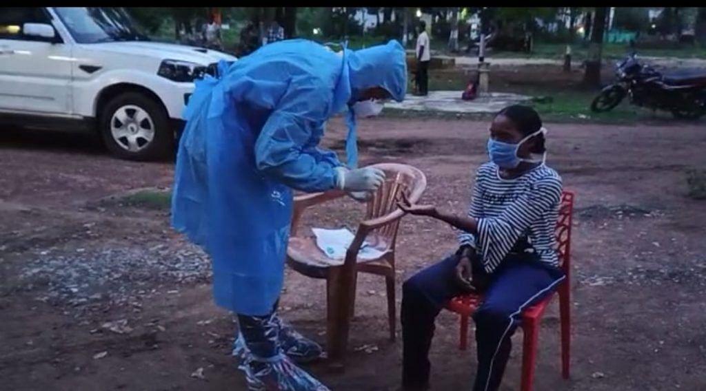 महिला नक्सली सुमित्रा का कोरोना सैंपल लिया गया