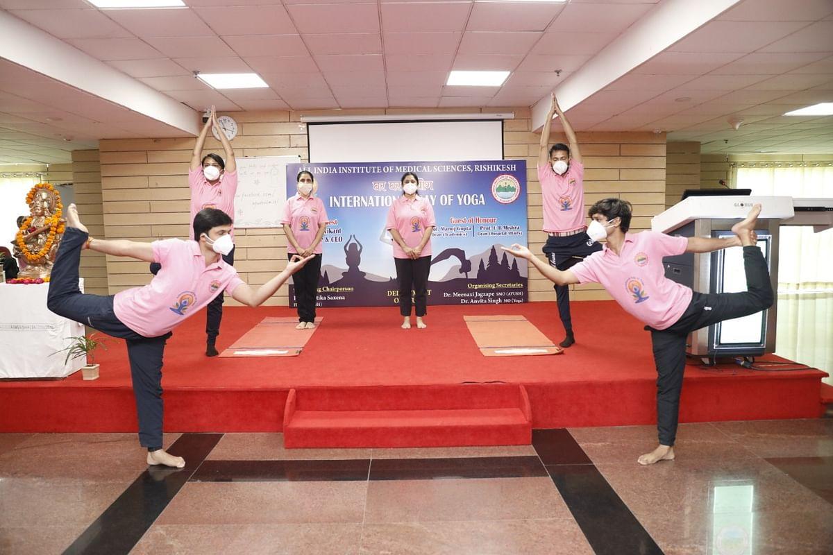 अंतरराष्ट्रीय योग दिवस पर एम्स में पोस्टर प्रतियोगिता