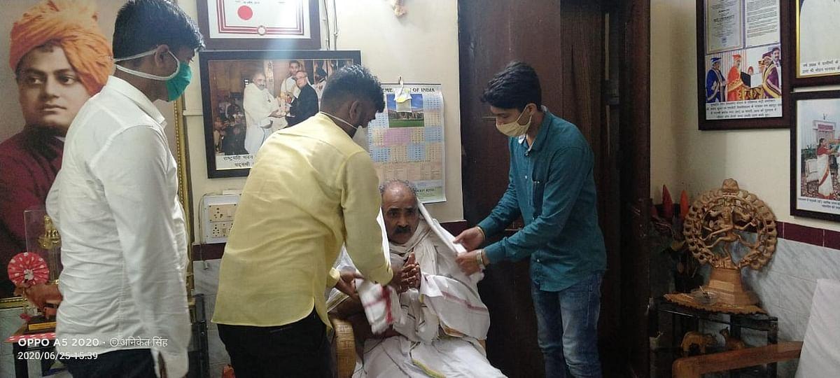 आपातकाल में रांची से आंदोलन का हिस्सा रहे सूर्यकांत सिंह व पद्मश्री अशोक भगत को एबीवीपी ने किया सम्मानित