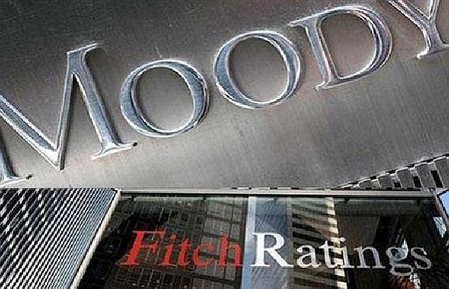 मूडीज और फिच ने कई दिग्गज भारतीय कंपनियों के साथ बैंकों की रेटिंग घटाई