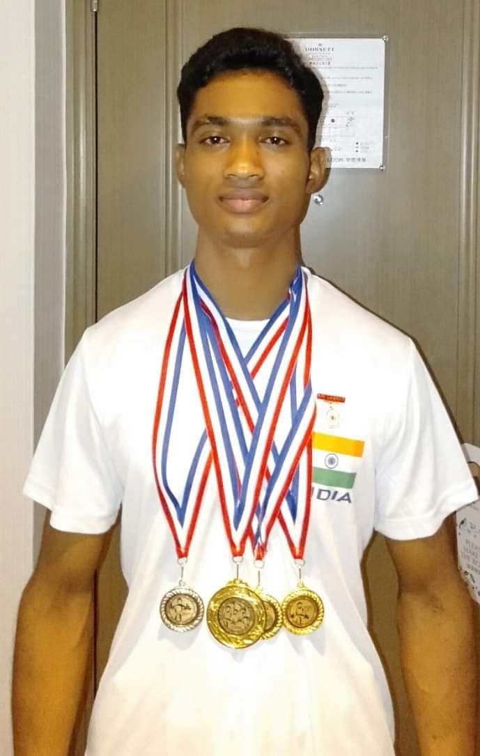 इंटरनेशनल पावरलिफ्टिंग में दूसरी रैंक हासिल कर मीरजापुर के खिलाड़ी ने बढ़ाया देश का मान