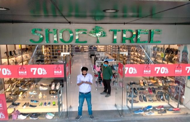 पहले सीएए धरना और फिर कोरोना की मार झेल रहे शाहीन बाग में दुकानें खुलीं