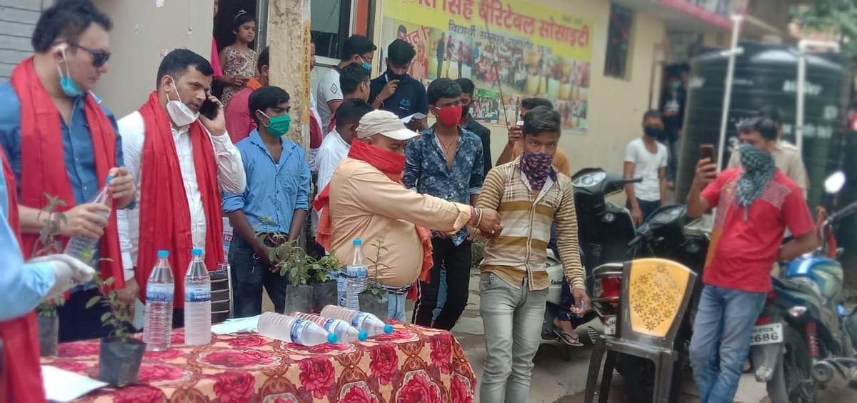हिंदू जागरण मंच  ने मुहल्लों में दवा का किया वितरण