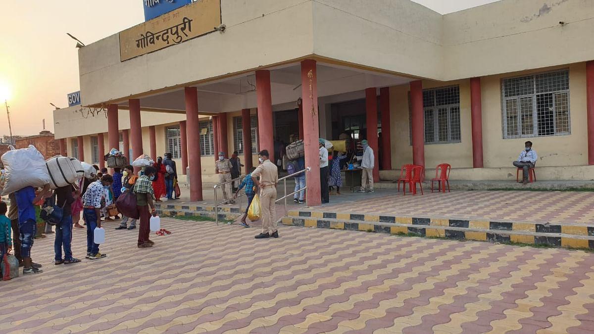 गोविंदपुरी स्टेशन से 1750 श्रमिकों को लेकर रायपुर को रवाना हुई ट्रेन