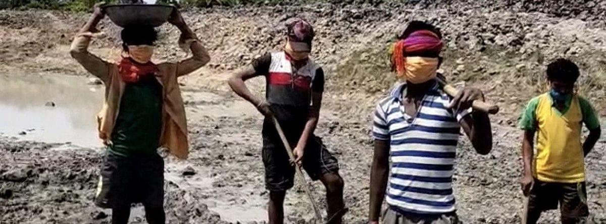 तमिलनाडु से लौटे मानसिंह और साथियों को मनरेगा से मिला गांव में ही रोजगार