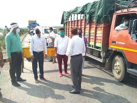 चंबल राजघाट पुल के पास धौलपुर की ओर से जाने वालों की हुई जांच