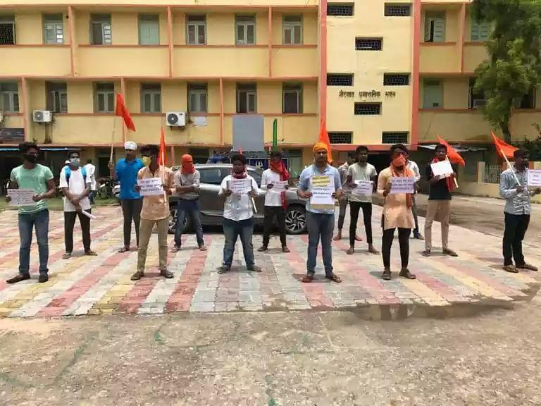 आरा में एबीवीपी ने किया प्रदर्शन,दी विधानसभा घेराव की चेतावनी