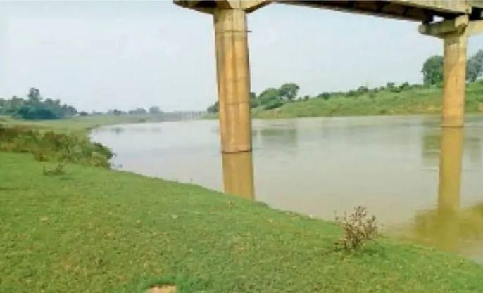 कैमूर में कर्मनाशा नदी के  उफान ने बढ़ाई लोगों की बेचैनी