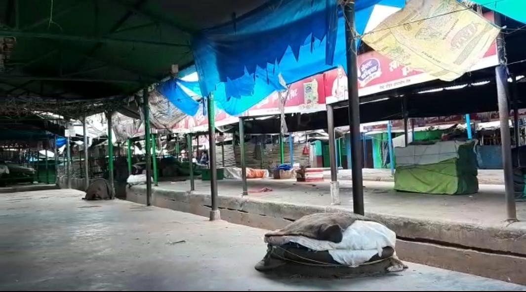 दुकानदारों के आपसी तालमेल के कारण बंद रहा देवघर का मीना बाजार ।