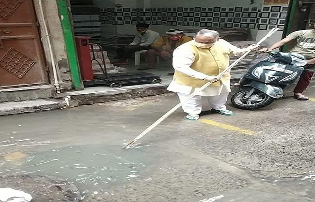 महापौर ने उत्तरी दिल्ली में जलभराव वाले स्थानों का किया निरीक्षण