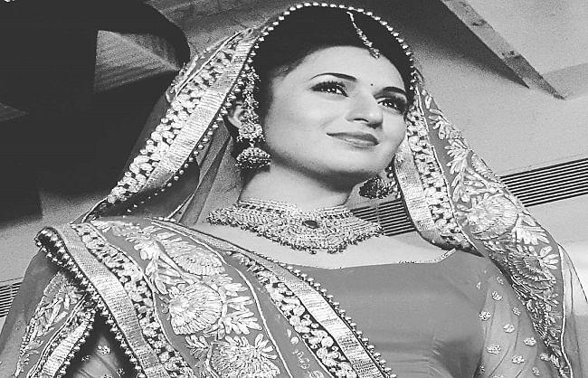 Divyanka accepts black and white challenge, posts her beautiful photo