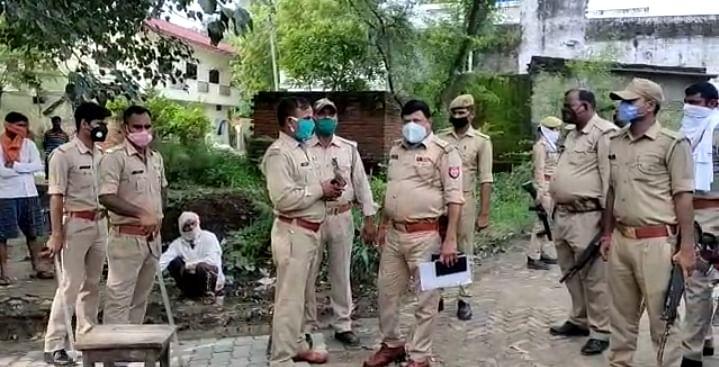 गोंडा: पड़ोसी युवक ने वृद्ध का सिर काटकर देवी स्थान पर चढ़ाया, गिरफ्तार