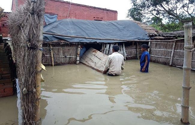 बिहार में बाढ़ से डूबे 10 जिले, साढ़े छह लाख से ज्यादा लोग प्रभावित