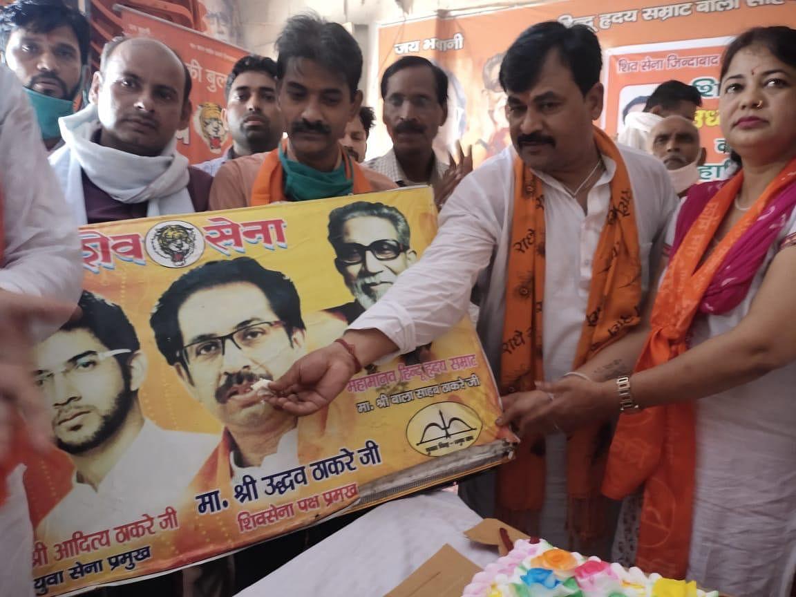 शिवसेना मेरठ इकाई ने महाराष्ट्र के मुख्यमंत्री उद्धव ठाकरे का मनाया जन्मदिन