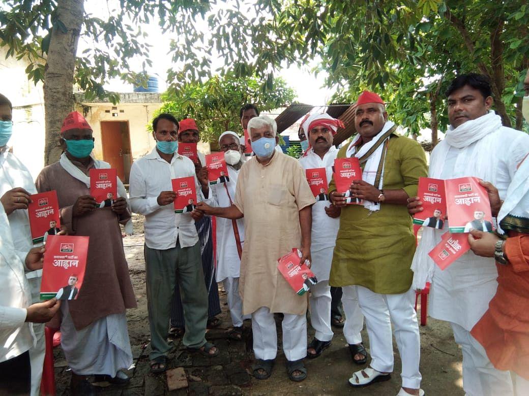 """सेवापुरी विधानसभा से समाजवादी पार्टी ने """"आवाहन पत्र वितरण अभियान"""" का किया आगाज"""