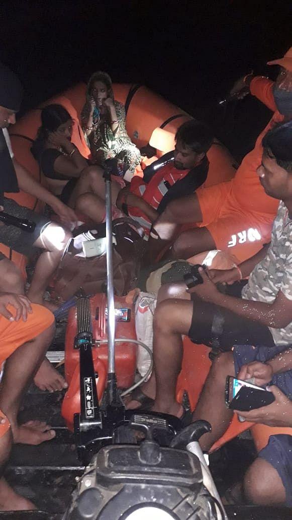 मध्यरात्रि को बाढ़ में फंसी गर्भवती महिला को एनडीआरएफ ने पहुंचाया अस्पताल