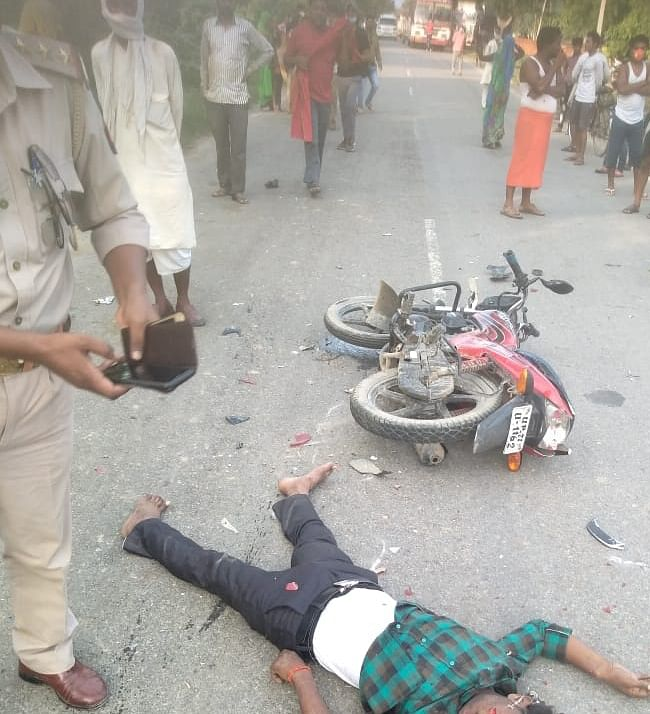 अज्ञात वाहन की टक्कर से मोटर साइकिल सवार की मौत, साथी घायल