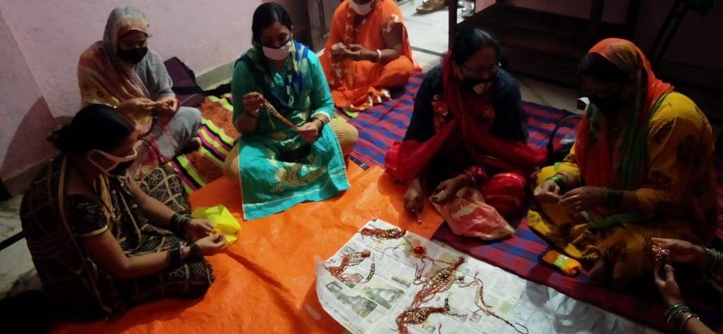 सेवा भारती की और से राखी निर्माण का दिया गया प्रशिक्षण