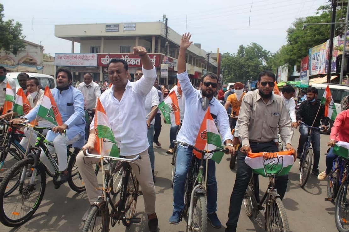 भाजपा सरकार के सौ दिवस पूर्ण होने पर शहर कांग्रेस ने मनाया काला दिवस
