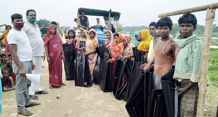 डीएम ने संबंधित पदाधिकारियों को बाढ़  प्रभावितों की सहायता के लिए दिए आवश्यक निर्देश