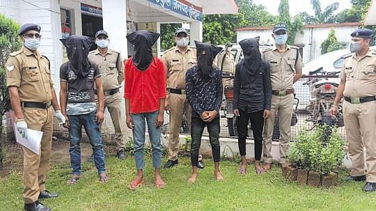 वाहन चोर गिरोह के चार सदस्य गिरफ्तार, पांच बाइक बरामद
