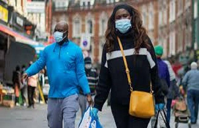 यूके में दुकानों पर मास्क पहनना अनिवार्य