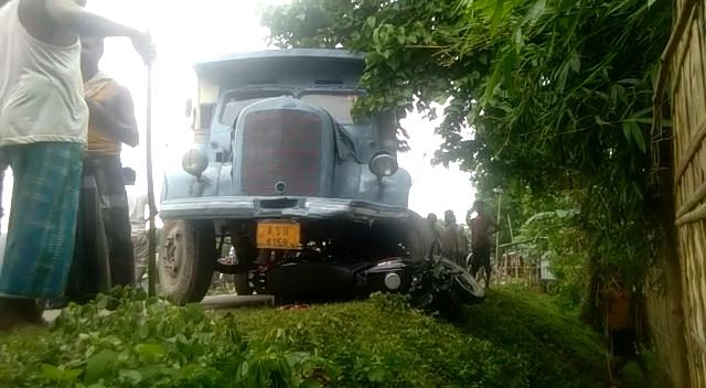 ट्रक की ठोकर से बाइक चालक गंभीर रूप से घायल