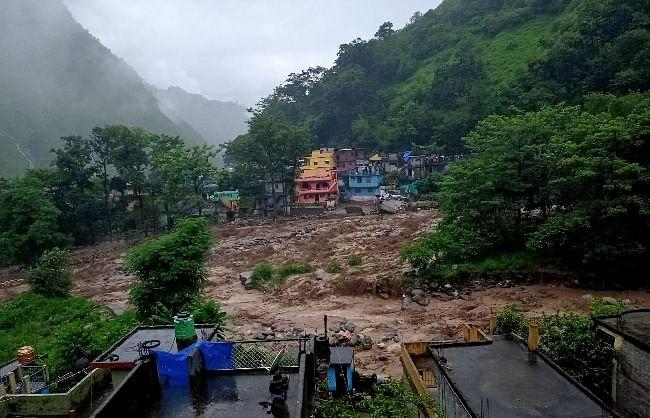 उत्तराखंडः बादल फटने से तबाही, चमोली और पिथौरागढ़ में 2 महिलाओं की मौत, बीआरओ का पुल बहा